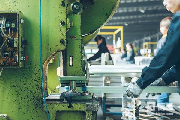 机械加工自动送料设备效率提升案